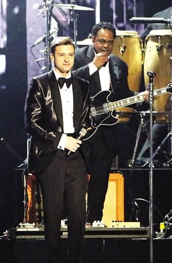 汀布莱克复出歌坛后,到处都能看到他的身影。