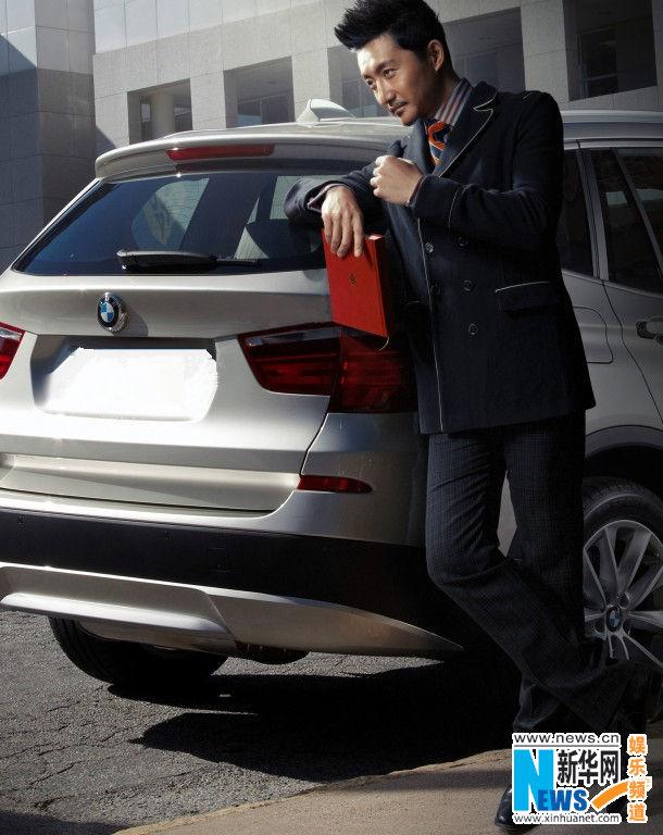 近日,时尚玩家涂松岩为某杂志拍摄的一组汽车大片曝光.