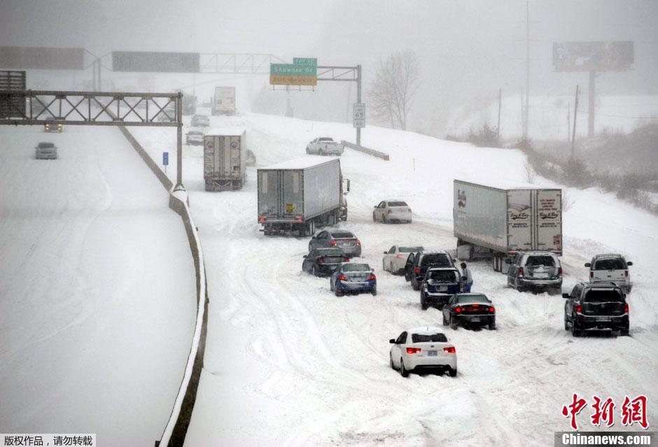 冬季暴风雪横扫美国中部平原地区