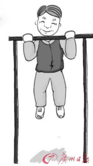 比如,身体状态较好的老人,可以全身伸直,双手掌心向着自己,握紧单杠