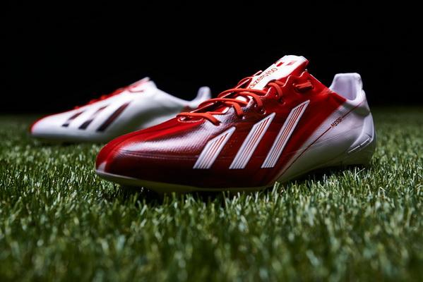阿迪达斯推出梅西签名战靴 跳蚤全程设计