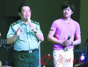 李双江与儿子李天一右 广州日报