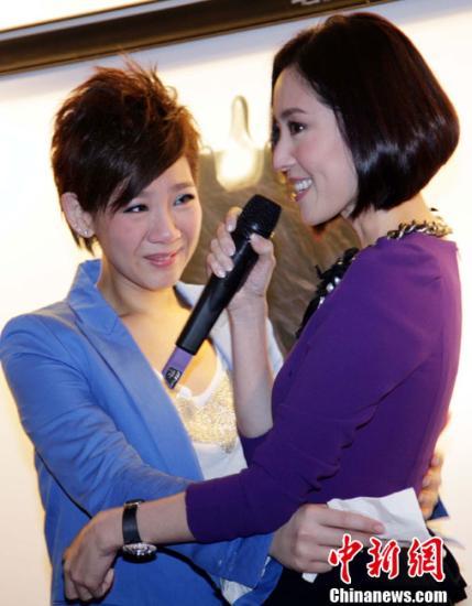 资料图:郑欣宜(左) 中新社发 洪少葵 摄