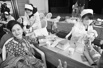 太原市中心医院178名医护人员无偿献血(图)