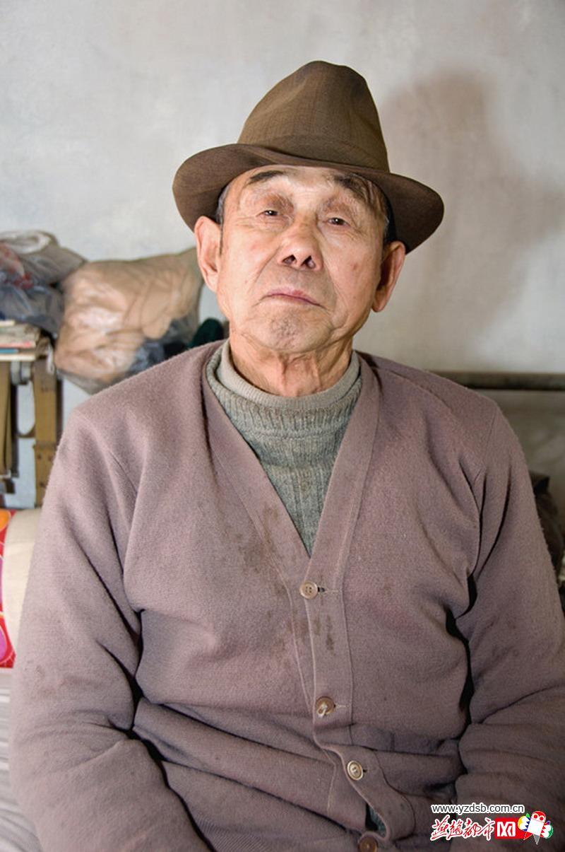 [福寿爱心拍]沧州女摄影家登门为孤寡老人拍照(高清)图片