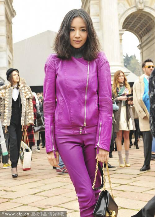 董洁变身机车女紫色皮衣越现憔悴 搜狐女人