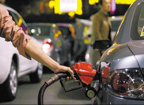 """2013年国内成品油价首次上调 多城市重回""""8元时代"""""""