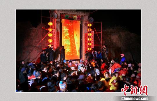 图为拜灯山场景。 蔚县旅游局提供 摄
