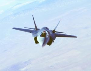 """出现/""""美军史上最贵""""的F/35战机再度出现技术故障,因发动机叶片..."""