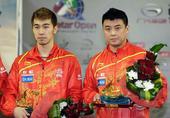 图文:[乒乓球]卡塔尔赛颁奖 王皓和闫安