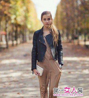 黑皮上衣-连体裤的干练与黑色皮衣夹克完美呼应,非常适合职场OL的一身装束