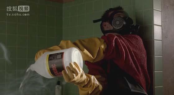 S01E02,杰西为了偷懒直接将氢氟酸倒入浴缸