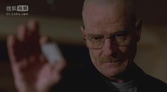 S01E06中,白老师用看似不起眼的雷酸汞引起一场爆炸