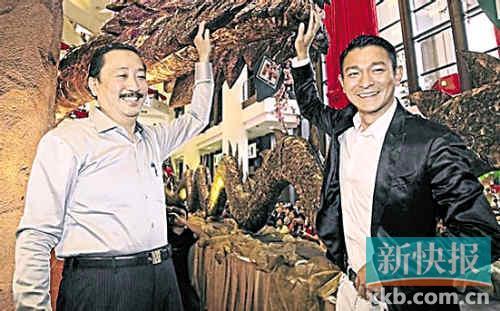 刘德华携妻女返马来西亚 默认女儿长得像自己