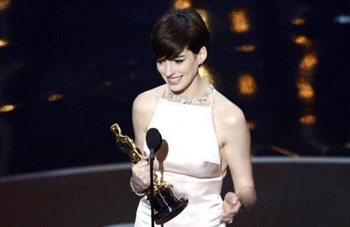 最佳女配安妮-海瑟薇,《悲惨世界》让她拿奖拿到手软