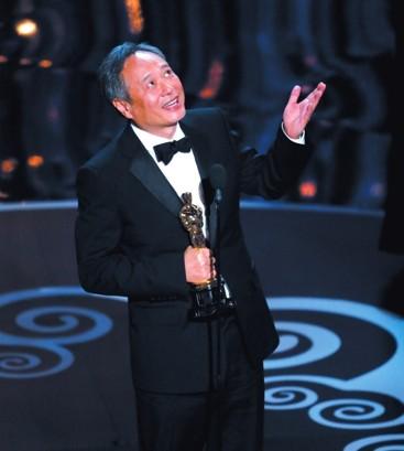 """李安上台领奖时首先感谢了""""电影之神""""。"""