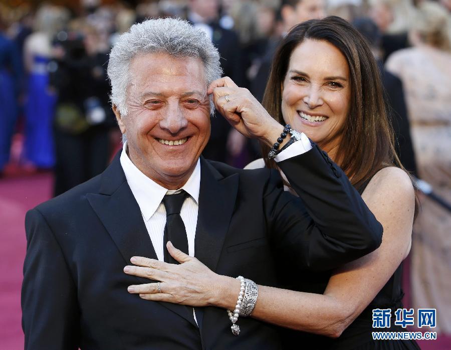国好莱坞举行的第85届奥斯卡奖颁奖典礼开始前,美国影星达斯汀·