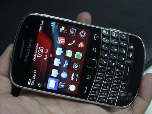 图为 黑莓9900