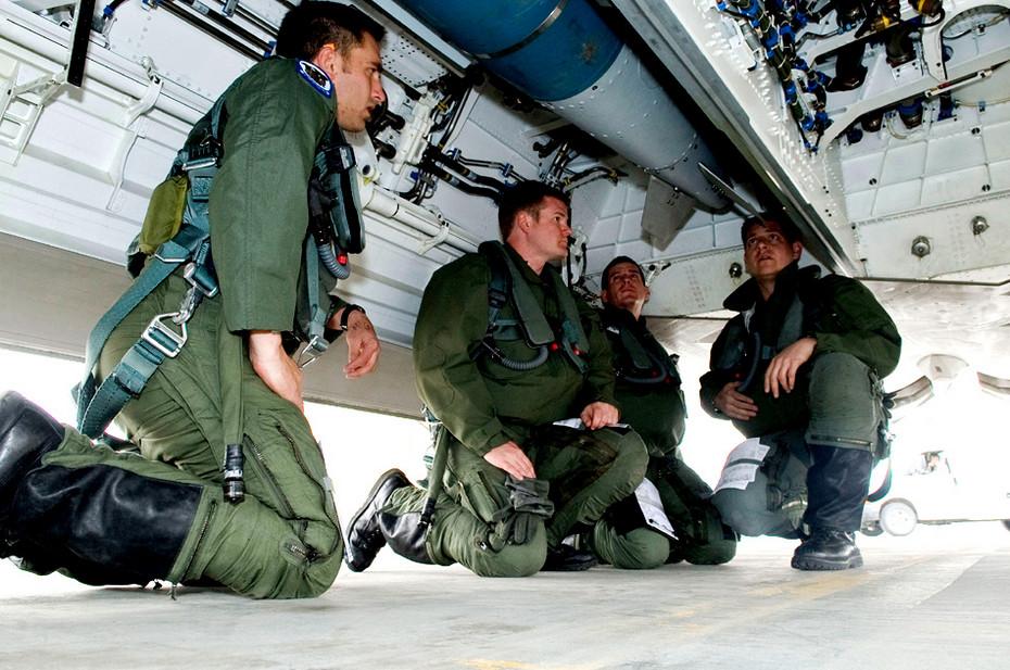 歼-20大胆炫耀内置弹舱 载弹量成热议话题