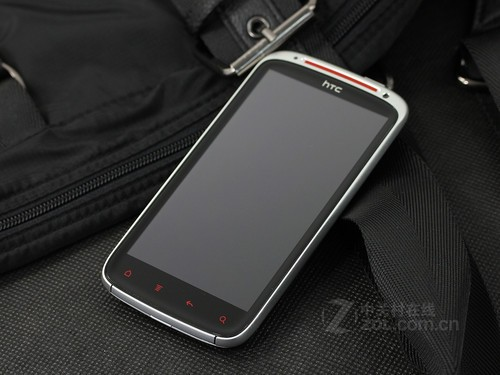 图为 白色HTC Sensation XE