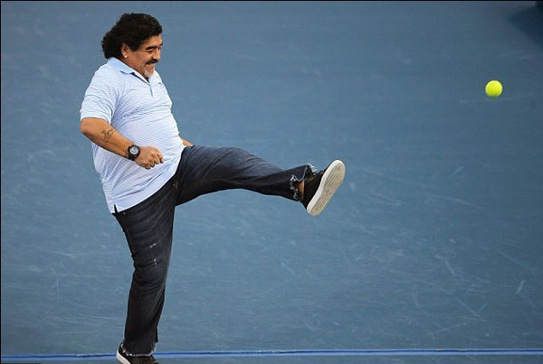 01-马拉多纳踢网球