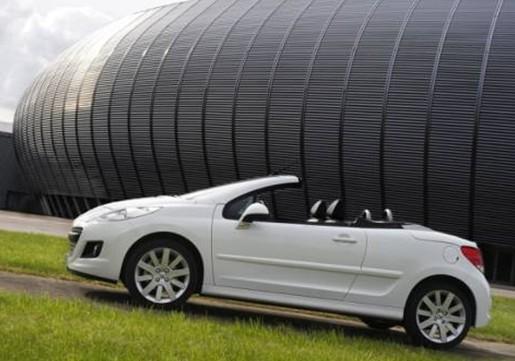 标致207cc   作为一款入门级敞篷   跑车   .在外观方面高清图片