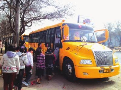 桃树坪学生小学坐上了大鼻子校车(图)座谈会小学生记录图片