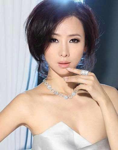 王菲微博晒14岁嫩照 明星童年趣事大曝光(组图)