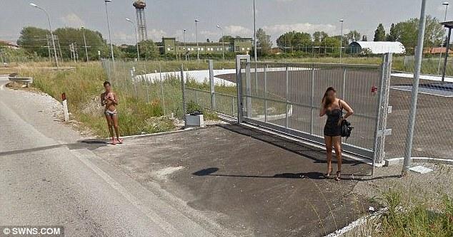 谷歌街景意外拍到上千张卖淫女街头揽客交易照片(组图