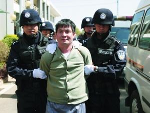 昨日下午,糯康等人被押赴刑场执行死刑.新华社发