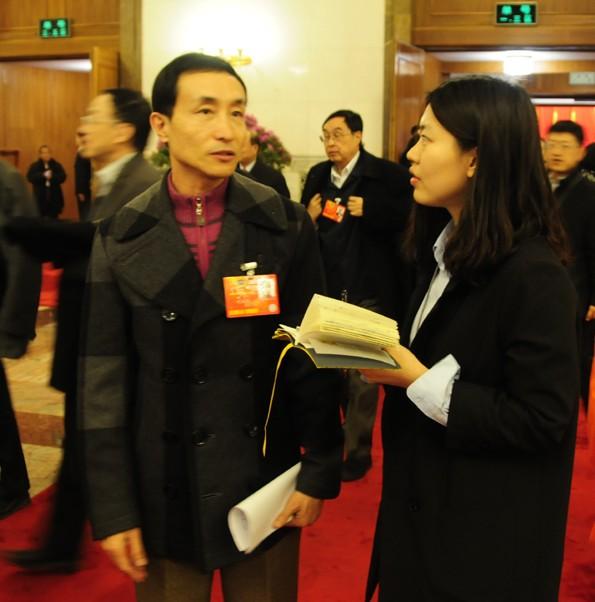 全国政协委员巩汉林在接受图片