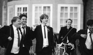西服、领带组成了英国校服