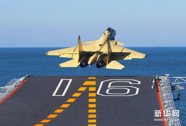 资料图:歼-15成功完成航母起降。