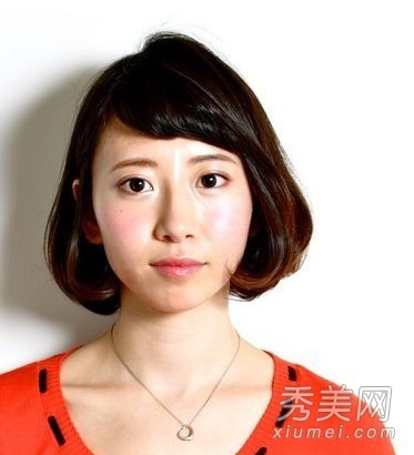 蓬松修颜短卷发圆脸适合的短发发型
