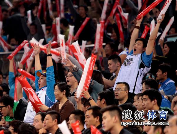 篮球 cba cba北方球队 北京男篮 马布里  15/15 北京球迷现场助威