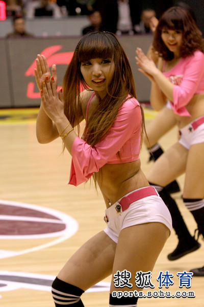 组图:山东篮球宝贝激情热舞