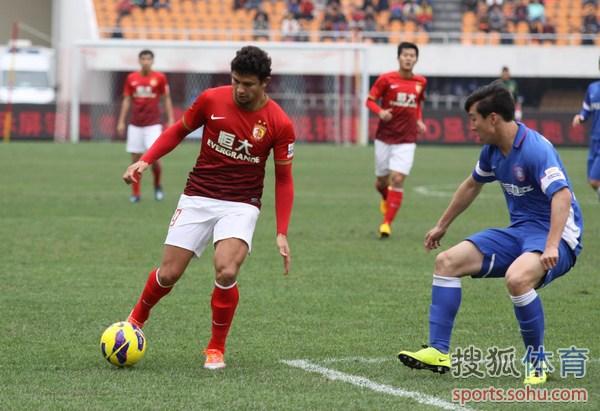 中国超级杯图:舜天2-1恒大 艾尔克森突破
