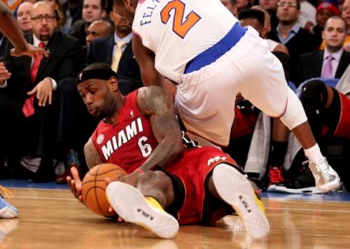 NBA-热火客场险胜尼克斯 14连胜平队史纪录