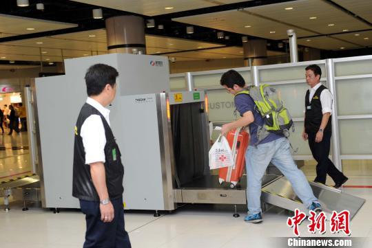 """香港""""限奶令""""实施以来45人被捕 18人为内地人"""