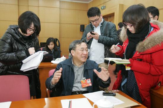 育界政协委员谈异地高考回归全国统招或是方向 图 -个股新闻图片