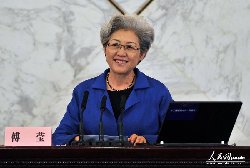 中国女外交部部长_外交部发言人傅莹图片