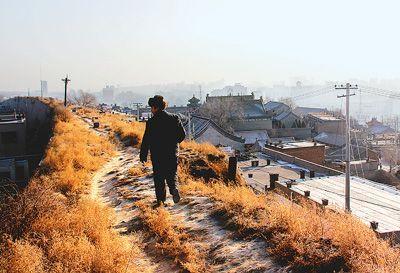500多年历史的榆林窑洞墙下,数百户居民v窑洞在这里长期挖古城穴居.初中生男的舔图片