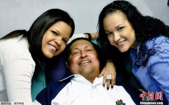 委内瑞拉政府2月15日发布的查韦斯在古巴治疗期间的照片,这是查韦斯自去年12月赴古巴手术以来,官方第一次发布查韦斯本人照片。