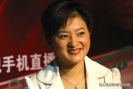 """""""小婉君""""金铭29岁的时候,出道20年的她宣告正式复出,与台湾金牌经纪人吴翊凤签下了自己的""""处女约""""。无奈小时候美得厉害,长大残得也快,一直不火。"""
