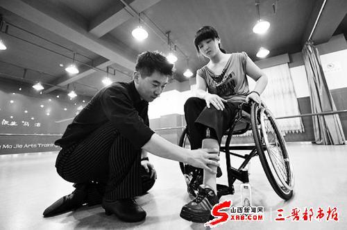 轮椅上的残疾人翩翩