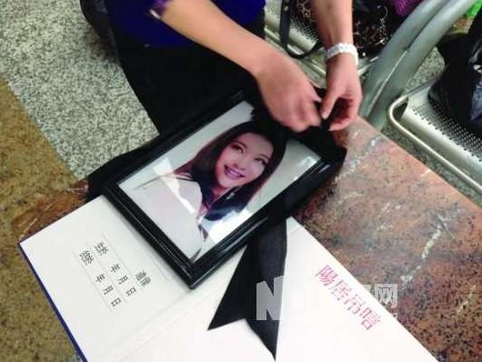宋汶霏广州出殡 母亲与长姐不忍亲临现场送别