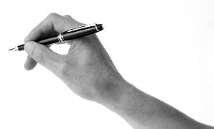 若以手稿重量来论,当代作家手稿早已贵过了黄金。