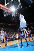 图文:[NBA]湖人负雷霆 杜兰特暴扣