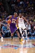 图文:[NBA]湖人负雷霆 杜兰特追防科比