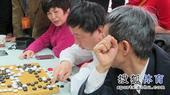 图文:应氏杯决赛赛后 俞斌一遍遍点目